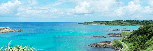 エメラルドグリーンの海が美しい五島の風景