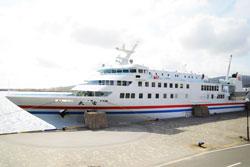福岡から上五島の青方港へ入港するフェリー太古(野母商船)